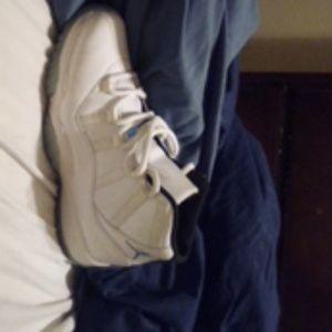 Air Jordan 11s Legend blues